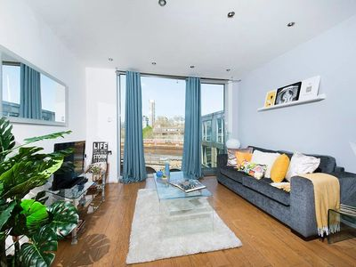Photo for Stylish 1BR Flat next to Tower Bridge
