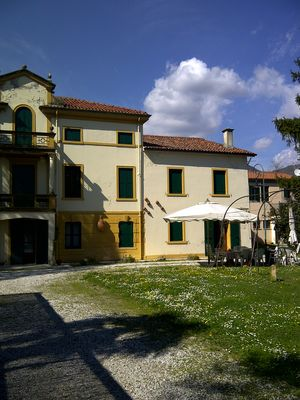 Photo for Apartment in ancient Villa Pampinuccia