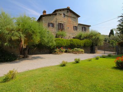 Photo for Villa with private swimming pool in beautiful surroundings, 1km from Cortona