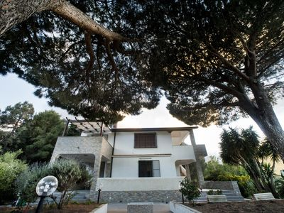 Photo for Villa dei Pini 7 places with garden, bbq, parking and spectacular sea view.