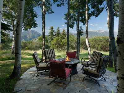 Photo for ASPEN 4BRM SPA HOME AMAZING VIEWS of all 4 Mountains + Pool/Gym-close to town