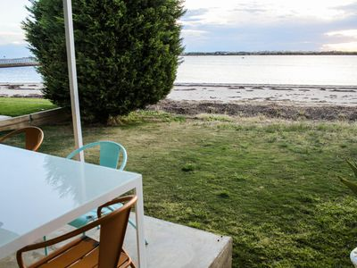 Photo for Beachfront house @ port broughton - 3 bedroom cottage get away byo Pet