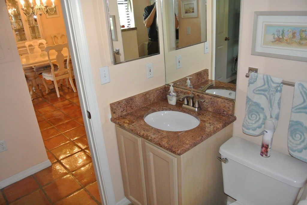 *Newly renovated* Jupiter Retreat Walk to beach, shops 3 BR 2.5 Ba