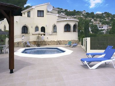 Photo for Detached 4 bedroom holiday villa with private pool, air-conditioning, close to the beach, shops and