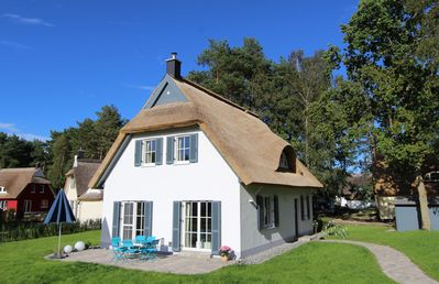 Photo for Großzüg. Thatched house close to the beach - sauna Fireplace WLAN - related. Beds and towels included