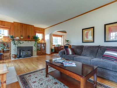Photo for Cozy, dog-friendly home w/fiber optic cable, gourmet kitchen - bus to Schweitzer