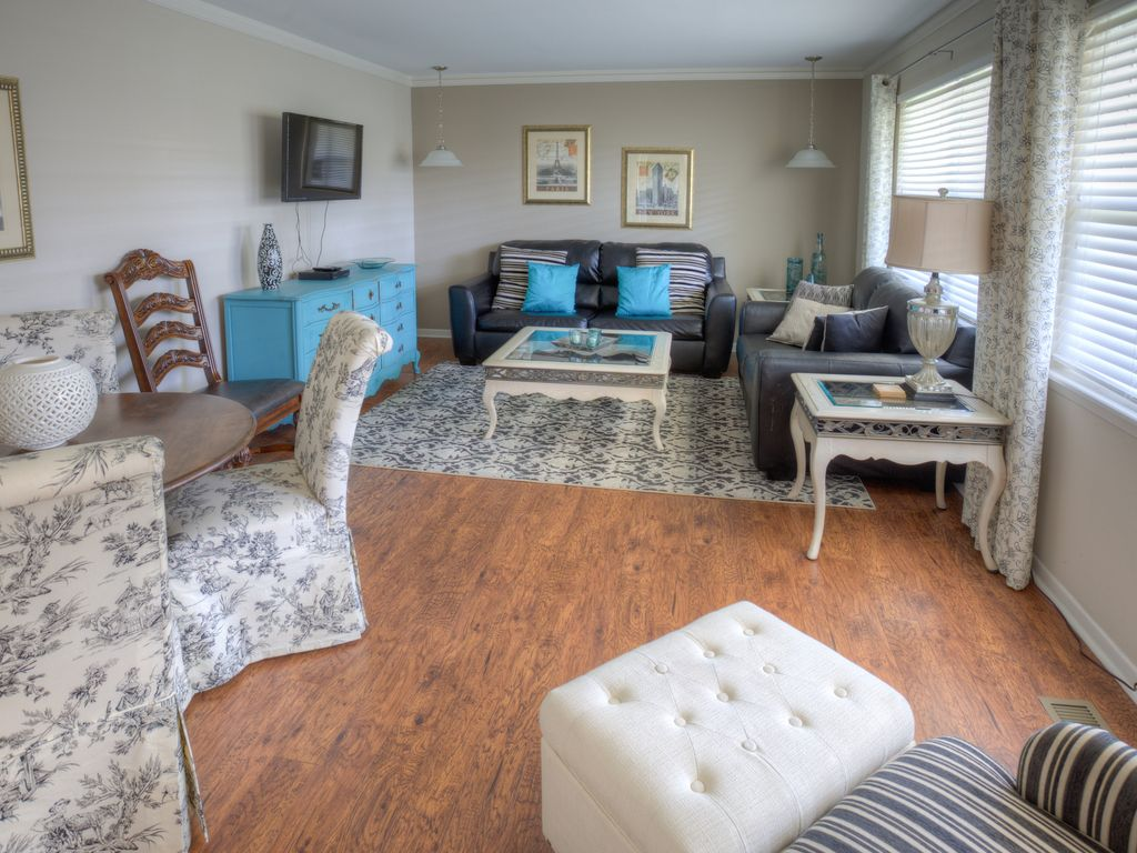 Maplewood @ MidTown - Room for Three Families!