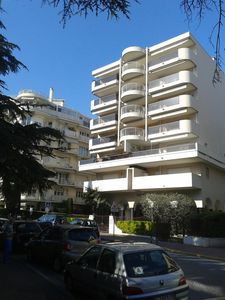 Photo for Grand T2 renovated in 2015, air conditioned, quiet terrace, parking s / s Croisette 5