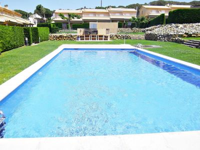 Photo for Villa Daro: MODERN HOUSE WITH COMMUNITY AND LANDSCAPED POOL, WIFI FREE, 7 PERS