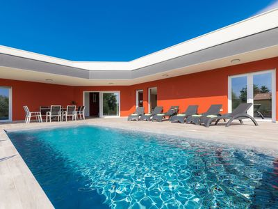 Photo for Wonderful private villa for 10 people with private pool, A/C, WIFI, TV, pets allowed and parking