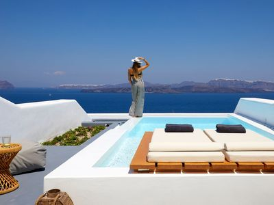 Photo for Elegant honeymoon Suite with Heated Infinity Pool with Hydromassage Jets, extraordinary views of Cal