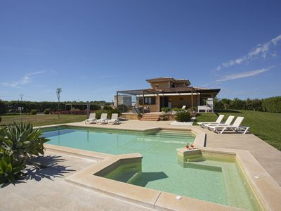 Photo for Villa for 9 with pool and jacuzzi, airconditioning, lawn area and wifi