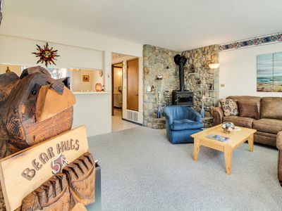 Photo for Ski-in condo with shared pool/hot tub, & a prime alpine location