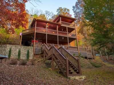 Fantastic cabin on Fightingtown Creek, a stocked trout stream!