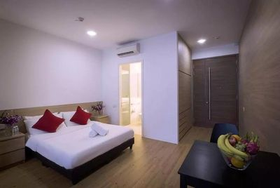 Service apartment in orchard near subway