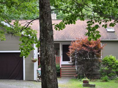 Walk to the beach,boat ramp,sleeps17,3acres,pool table,Kayak,fire pit, game room