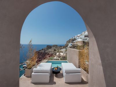 Photo for Old Castle Oia Cave House with Outdooor Heated Infinity Pool and Sunset View
