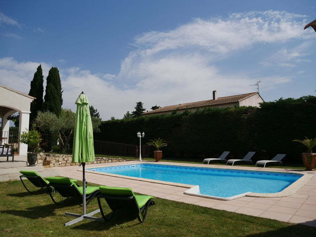 House with swimming pool, barbecue, air conditioning and wifi, between the  GARD BRIDGE and St REMY - Aramon
