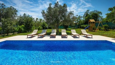 Photo for Modern villa with pool near the sea in Medulin