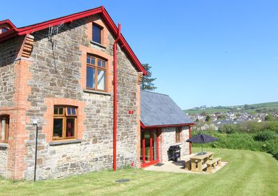 The Granary, ample parking, Wifi, large vaulted lounge, a fully equipped kitchen