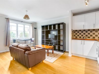 Photo for One Bedroom Flat Chiswick by River with Parking