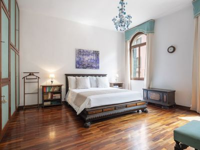 "Photo for The ""Dolce Vita"" (meaning sweet life) apartment is strategically located halfway between the Rialto"