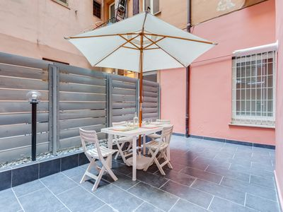 Photo for Lovely and modern flat 5 minutes from Colosseo!