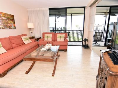 Photo for Sanibel Island beach condo. Resort features pools, tennis, pickle-ball, restaurants and more