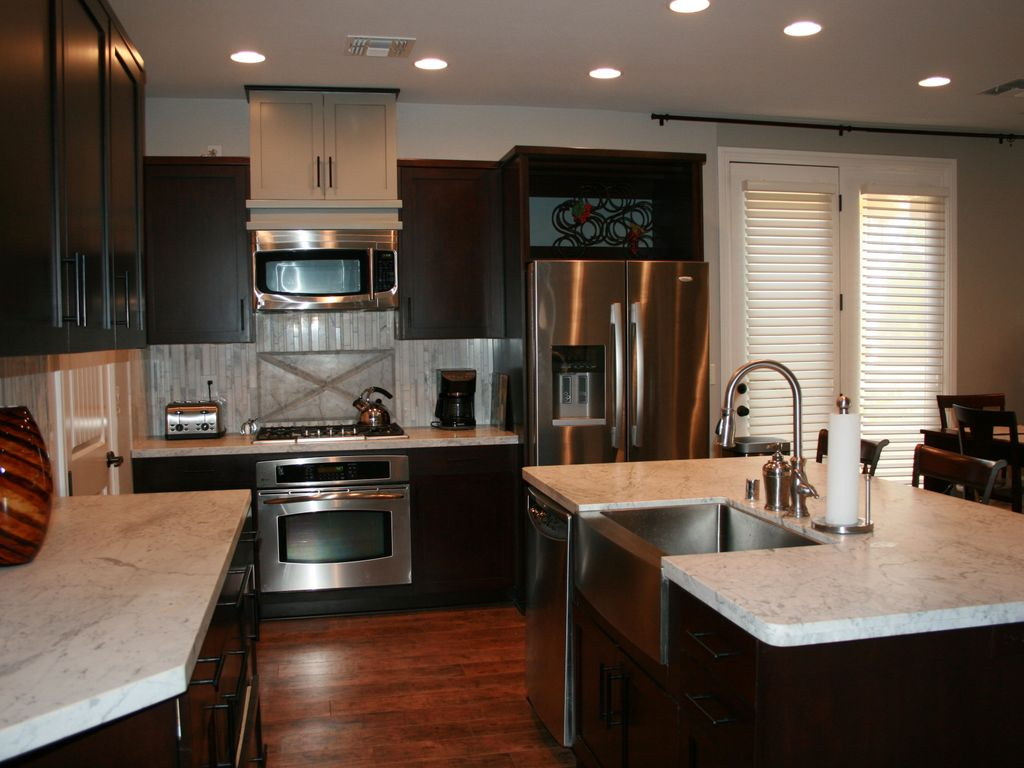 Entertainer Kitchen Complete W Granite Counters Ge Profile Appliances Island