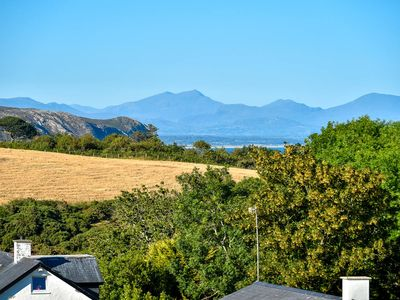 Photo for Situated on a quiet and tranquil cul de sac yet within walking distance of the popular seaside villa