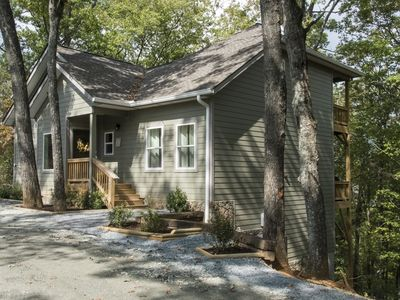 Beautiful New 3 Bedroom Home in Quiet Wooded Mountain Setting