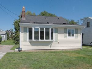 Photo for Cozy Cottage, Short Walk to Beach