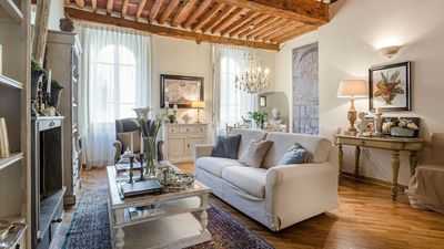CASA BLANC quiet, central, charming peaceful Apartment inside the Walls