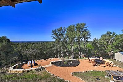 Plan a relaxing getaway for 8 to the secluded 'Alamo Springs Retreat!'
