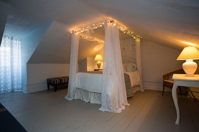 Our 320sq ft Master suite is a romantic hideaway and includes a seating area.