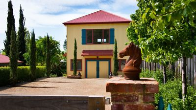 Photo for 2BR Villa Vacation Rental in Daylesford, VIC
