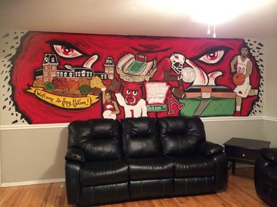 Living Room with HUGE hand painted wall mural!