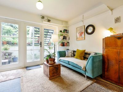 Photo for Cosy and Vintage Flat w/Garden in Archway