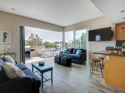 Photo for Beautiful modern townhome in Mission Beach awaits your lucky group!
