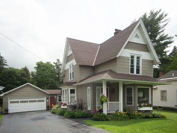 LOCATION, LOCATION, LOCATION!! 1 Min From Downtown! 1 Mile to Ski Slopes!
