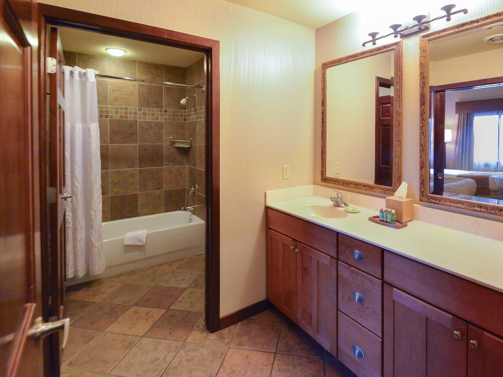 Wyndham glacier canyon 2b wonderful 2 bedroom unit for family fun in wisconsin 1166182 for Wyndham glacier canyon 2 bedroom deluxe