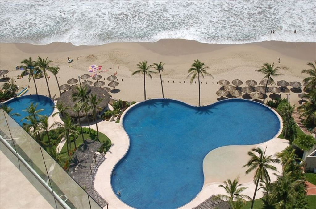Amara beachfront penthouse with immense rooftop private for Small luxury hotel 7 little words