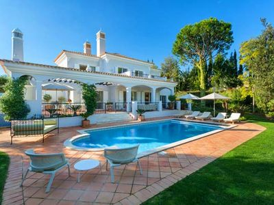 Photo for Stylish villa with Heatable Pool close to Quinta shopping A386