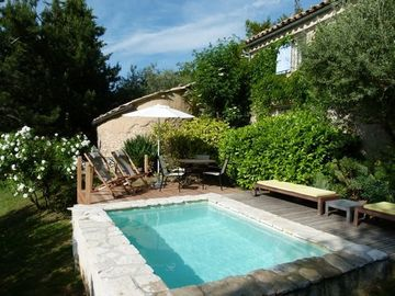 Stone Cottage with Plunge Pool in Heart of Lavender Country