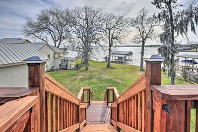 Prepare for a memorable lake retreat at this vacation rental house!