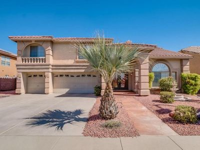 family friendly 5 bedroom house sleeps 8 in gated community & private backyard