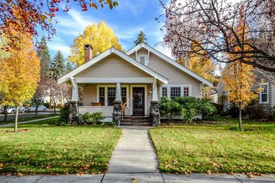 Welcome to the Mirror Pond Bungalow! Classic Historic Bluebird Day Home