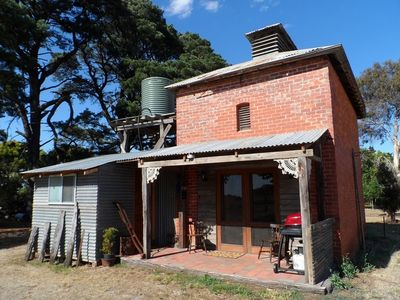 Photo for Unique building near Grampians on a sheep farm. Families and couples welcome !