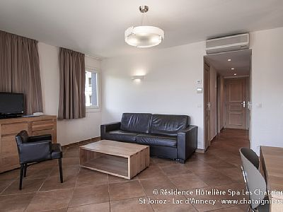 """Photo for Apartment 1 bedroom + 1 sofa bed 2/4 pers near Lake Annecy """"night"""""""