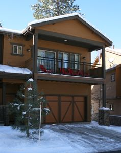 Photo for Stylish and beautiful townhome walking distance to downtown Truckee!The Timbers